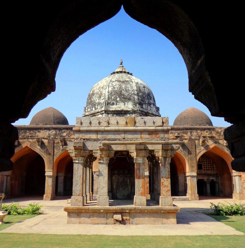 Shah_Alam's_Tomb,_Wazirabad