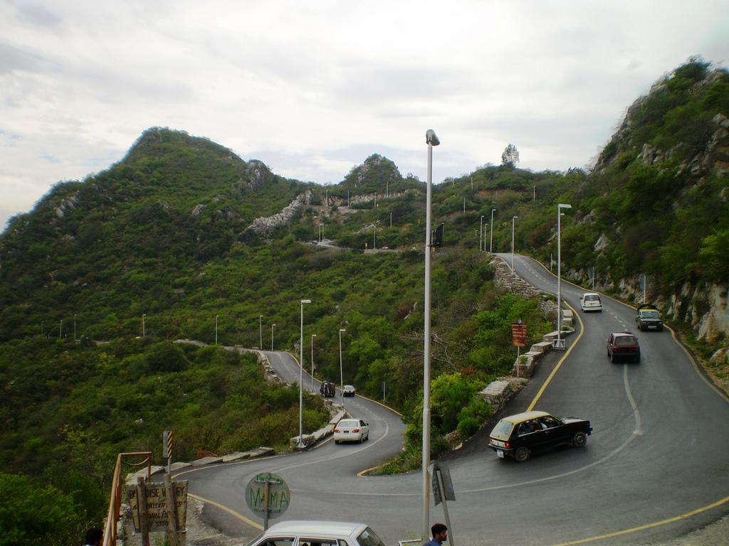 Road to Pir Sohawa