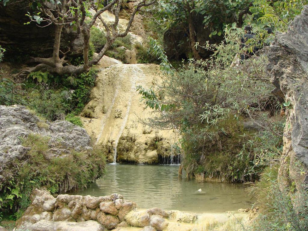 streams-in-trek-to-pir-sohawa